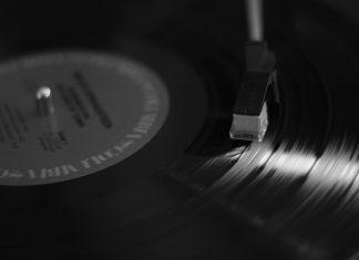 Hoy en día muchos djs continúan usando el vinilo como parte de su estilo musical.