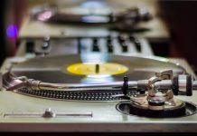 Moviendo la música