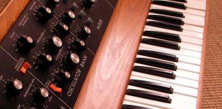 Minimoog Model D para iOS tiene la opción de tocar acordes con hasta cuatro notas a la vez.