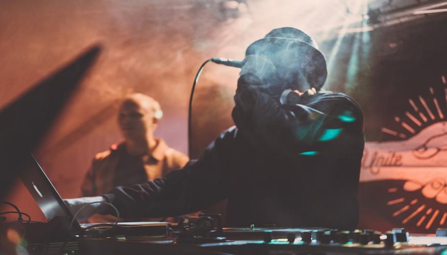 DJ - Clubes - Lugares ruidosos