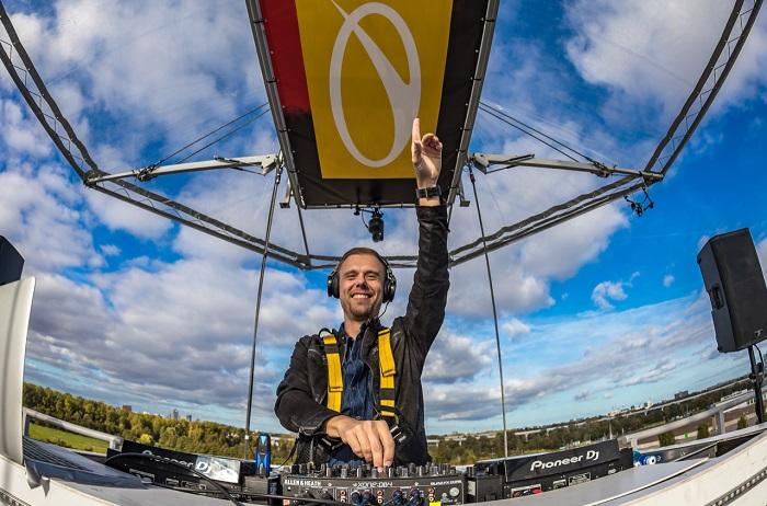 Armin van Buuren ofrecio un concierto a 60 metros de altura